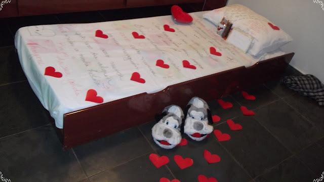 corações no quarto do namorado para surpreender