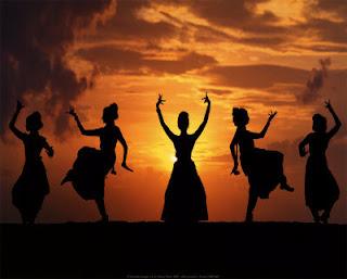 தேவதாசிகளை கற்பழித்த சமூகம் Indian-dance-print-c11790333