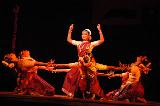 தேவதாசிகளை கற்பழித்த சமூகம் Bharata_natyam_999