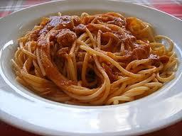 Espaguete com linguiça