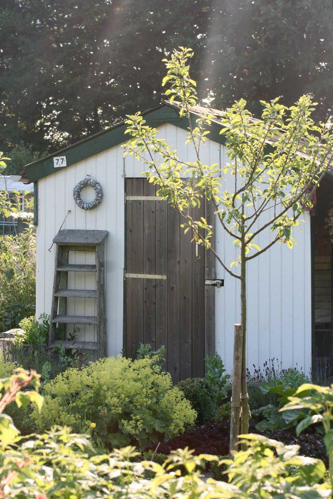 Interieur huis stoel warm in de tuin for Huis in de tuin
