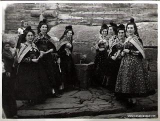 Candelarias en la fuente de La Cruz de Piedra de Candelario Salamanca