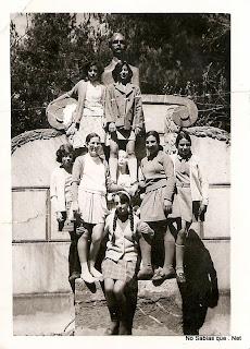 Candelarias en la fuente del parque de Candelario Salamanca años 70