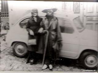 Un coche seat seiscientos por Candelario Salamanca