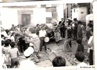 Candelario Salamanca cabezudos por la cruz de piedra