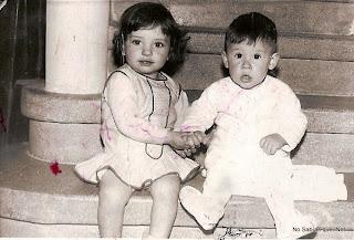 simpática foto con dos niños de Candelario Salamanca años 60