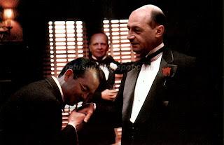 Emil Boc pupa mana lui Traian Basescu