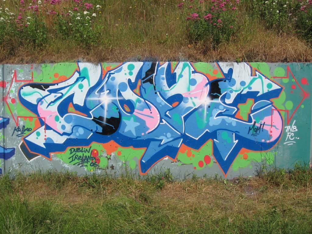 http://3.bp.blogspot.com/_maIBQyS-XCA/S_SyFHeoLEI/AAAAAAAABBQ/SCfMIHDGW6E/s1600/Graffiti%2BBubble%2Bletters%2BWall%2BStreet.jpg