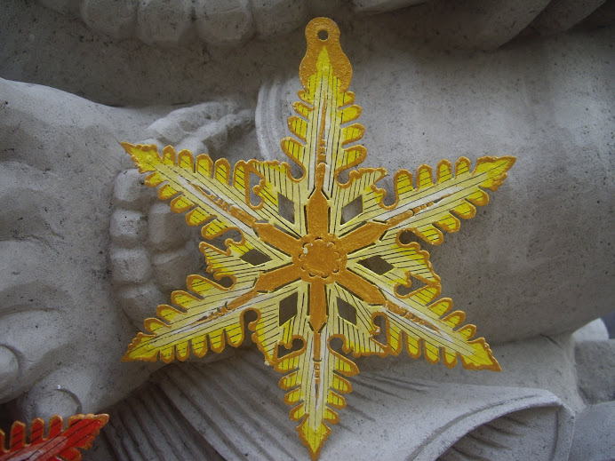 SNOWFLAKE-STAR--COLORFULLY DESIGNED AND BRILLIANTLY HAND PAINTED  IN BALI, WAYANG-KULIT STYLE