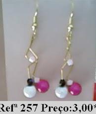 Refª 257 NOVO PREÇO: 2,00* Brincos com arame e contas de vidro rosa e branco