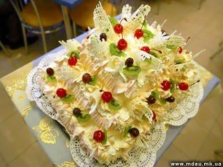 Праздничный торт на открытии студенческого кафе на базе ИПО НГАУ