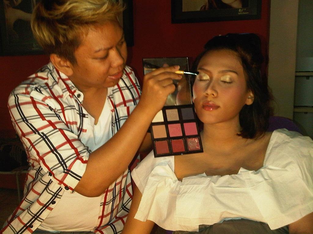 The Pregnant Pretty Makeup Tips By ALDO AKIRA Makeup