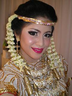 Indonesian Traditional Wedding Makeup : Makeup and Hairdo for Indonesian Weddings Traditional ...