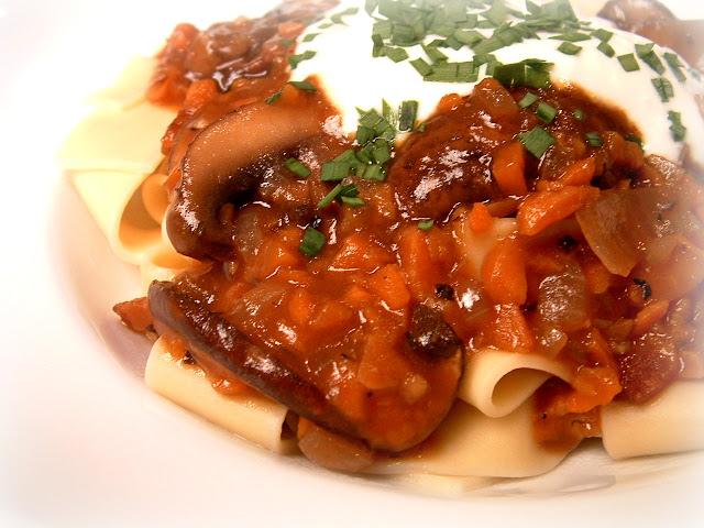 ... : (Portobello) Mushroom Bourguignon to break in my new All-Clad pan