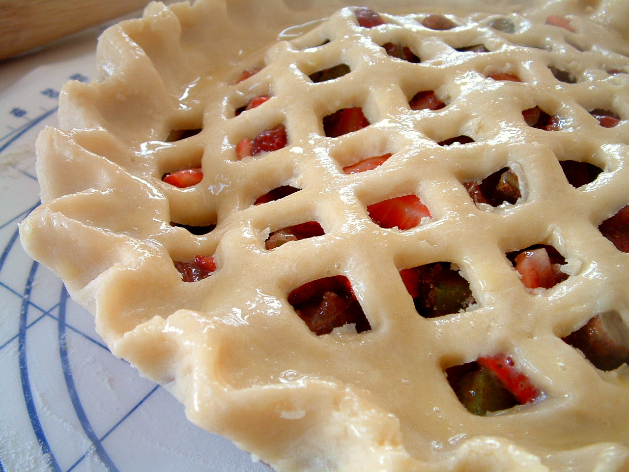 ... Feast for the Eyes: Strawberry-Rhubarb Pie-- made in the nick of time