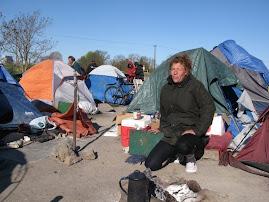 Slumsy namiotow zamieszkane przez bezdomnych