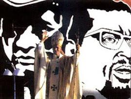 Jan Pawel II odprawia msze pod portretem Sandinisty w Nikaragui