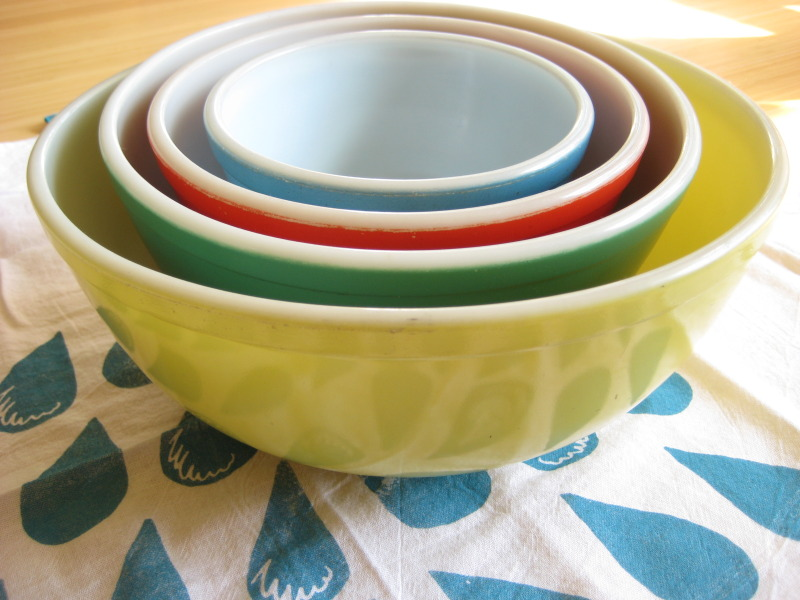 I can totally make that: Vintage Monday: Pyrex primary color mixing ...