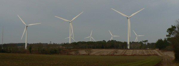 Photo des éoliennes Plozévet