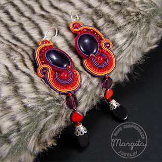 Margita - hand embroidered jewelry
