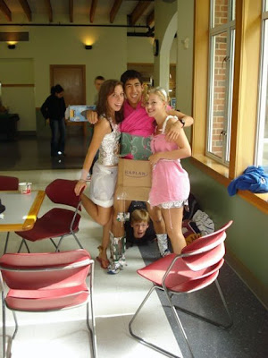 20+ Photos Showing Two Humorous Photobombs For the Price ...