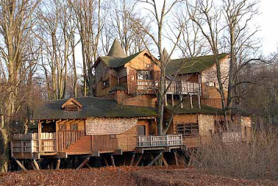 Biggest Treehouse In The World Inside world's largest and tallest wooden houses ~ damn cool pictures