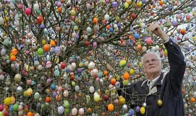 http://3.bp.blogspot.com/_mmBw3uzPnJI/S7NanSbkqjI/AAAAAAABIbk/wgcc8w1RP4s/s1600/easter_tree_07.jpg
