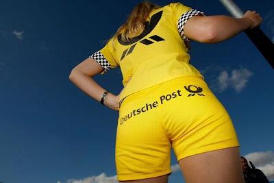 http://3.bp.blogspot.com/_mmBw3uzPnJI/S_u_jQXwPpI/AAAAAAABSNU/uQgihNwLwKI/s1600/Formula1_Pit_Babes_30.jpg