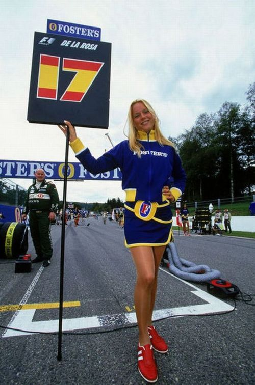 http://3.bp.blogspot.com/_mmBw3uzPnJI/S_vA88CyzYI/AAAAAAABSQ0/lUMgI2t3UEc/s1600/Formula1_Pit_Babes_02.jpg