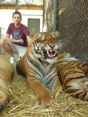 Kebun Binatang Paling Berbahaya di Dunia - Lujan Zoo25