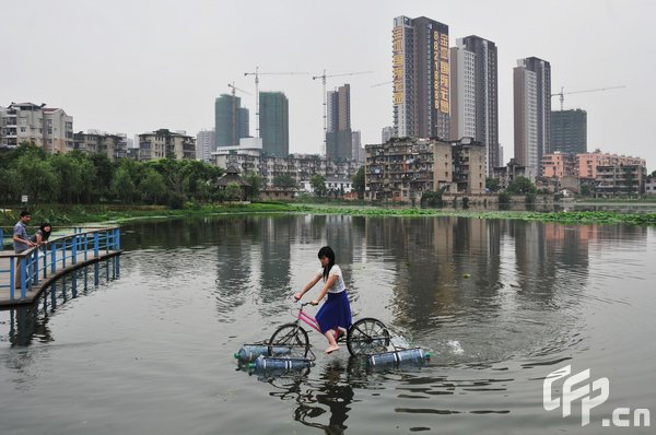 [Amphibious_Bicycle_03.jpg]