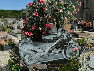 fotos de tumbas, algunas pueden ser chocantes