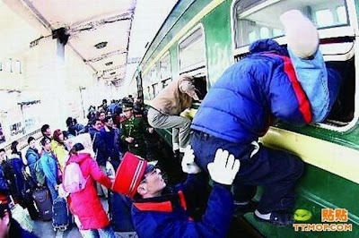 crowded train stations in china 20 Inilah Antrian Terpanjang di Dunia !