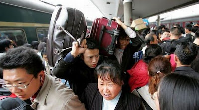 crowded train stations in china 16 Inilah Antrian Terpanjang di Dunia !