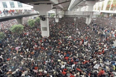 crowded train stations in china 04 Inilah Antrian Terpanjang di Dunia !