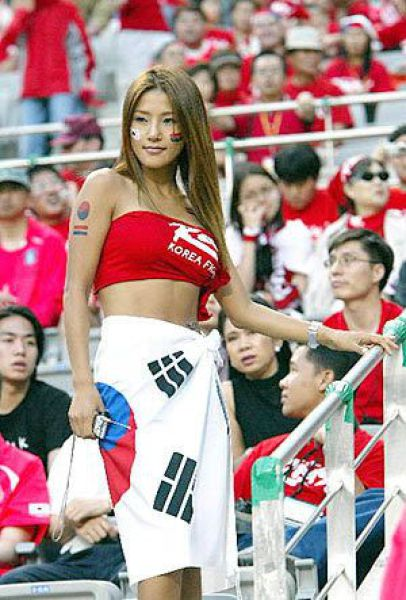 Sexy Female Football Fans Damn Cool Pictures