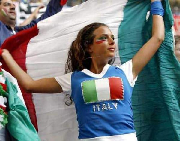 Sexy Female Football Fans ~ Damn Cool Pictures