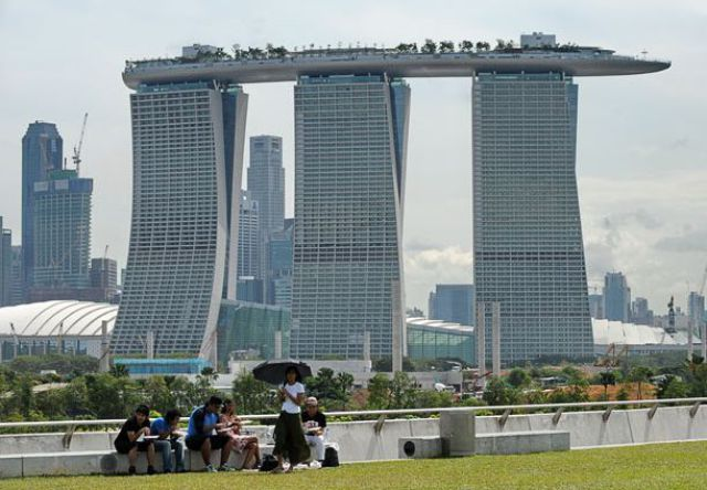 My Funny: MARINA BAY SANDS HOTELs Skypark in Singapore | Pictures