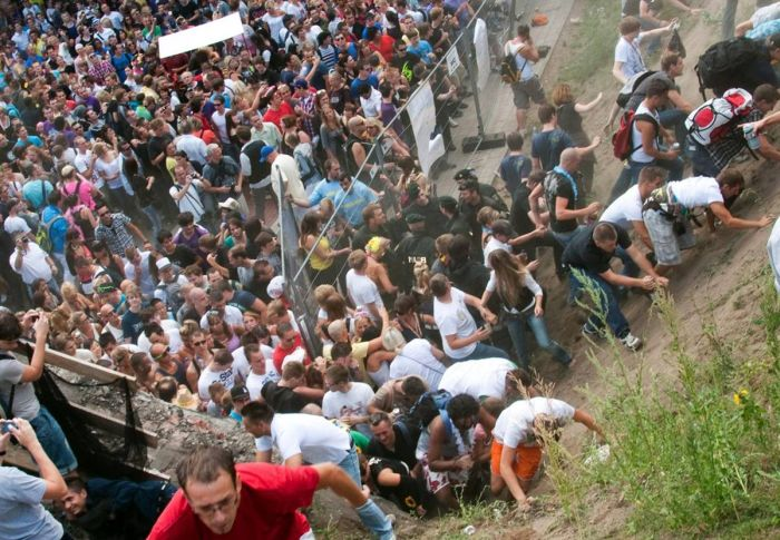 Mass Panic At German Music Festival Damn Cool Pictures