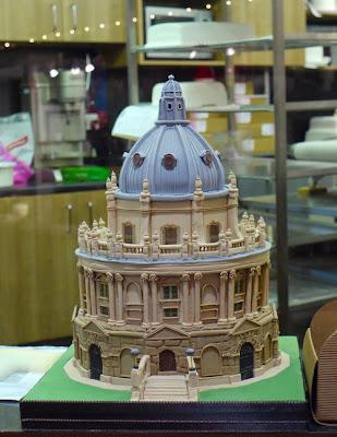 فن الحلويات Creative_cake_designs_33