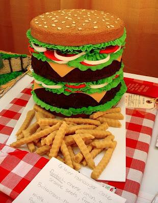 فن الحلويات Creative_cake_designs_13