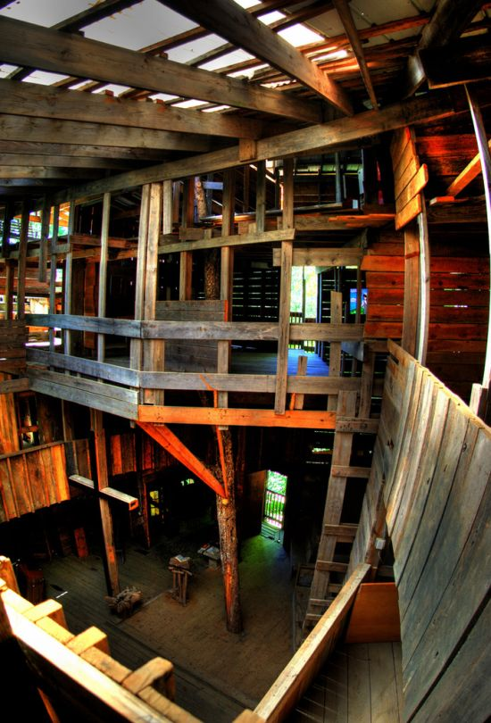 Biggest Treehouse In The World Inside the world's largest tree house ~ damn cool pictures