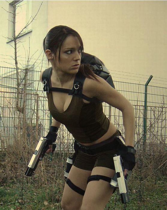 http://3.bp.blogspot.com/_mmBw3uzPnJI/TLVyI15QPUI/AAAAAAABq7k/EqLC72U8vpI/s1600/lara_croft_cosplay_16.jpg