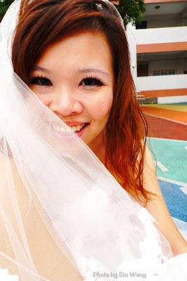 صور امرأة تايوانية تتزوج نفسها