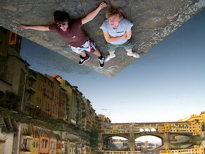 Stunning Example of Forced Perspective Photography Seen On www.coolpicturegallery.us