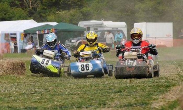 http://3.bp.blogspot.com/_mmBw3uzPnJI/TRBf6t5uTSI/AAAAAAAB1UI/J5L3TSGYU94/s1600/lawnmower_racing_19.jpg