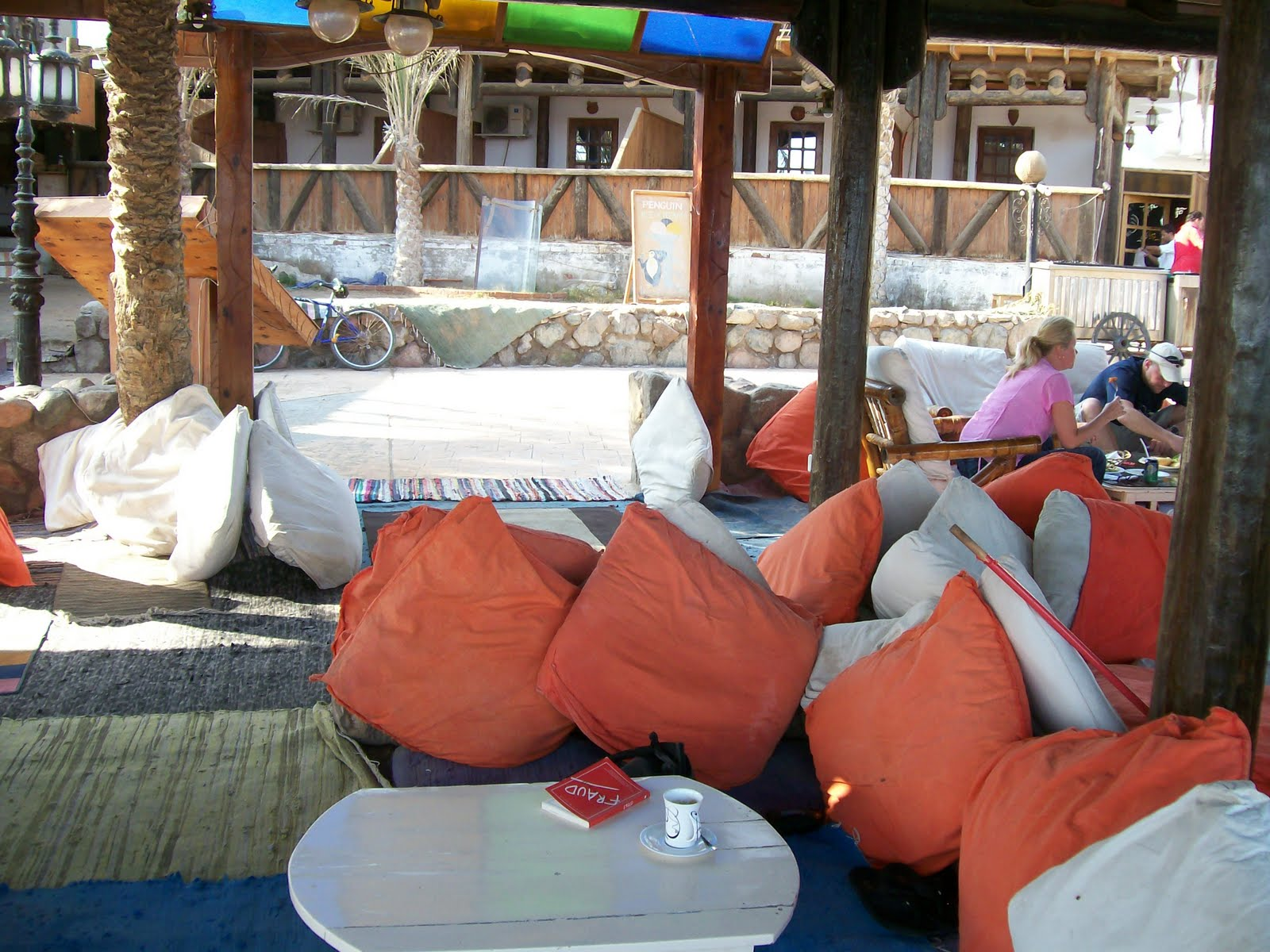 sara's travel page: Dahab - Diving, Electronica music and Pillows