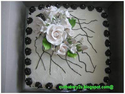 Kek hantaran hitam putih