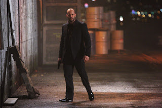 Jason Statham black gun picture - War (2007)