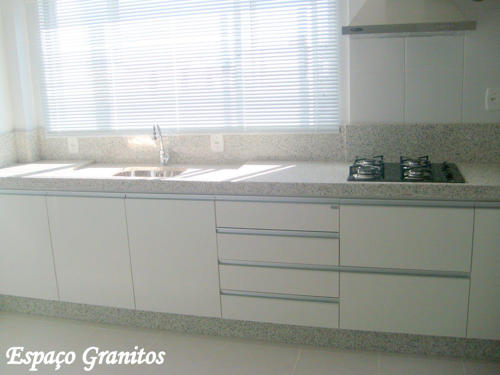 acabamento em caixa 1/2 esquadria tem apresentado aceitação em  #5A5E50 1600x1200 Banheiro Com Granito Branco Ceara
